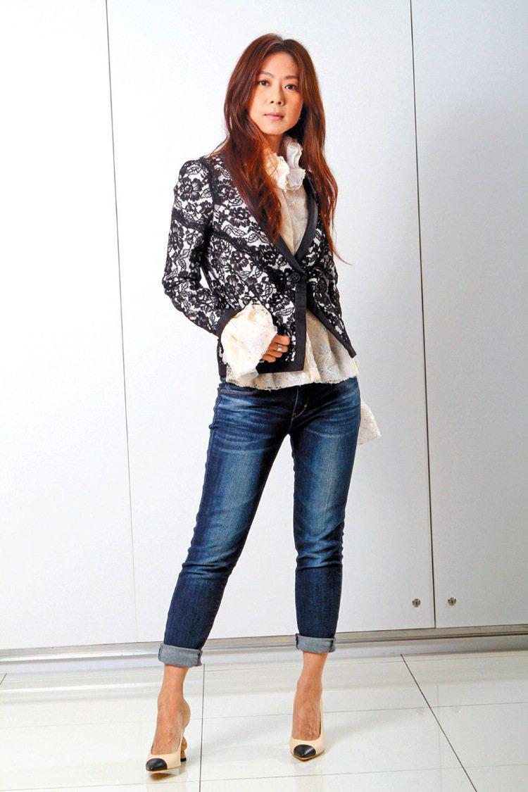 不迎合商業口味的陳綺貞,穿出香奈兒最真誠、純淨的時尚美感。記者蘇健忠/攝影