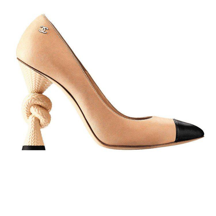 繩結鞋跟潘普鞋,27,400元。圖/CHANEL提供