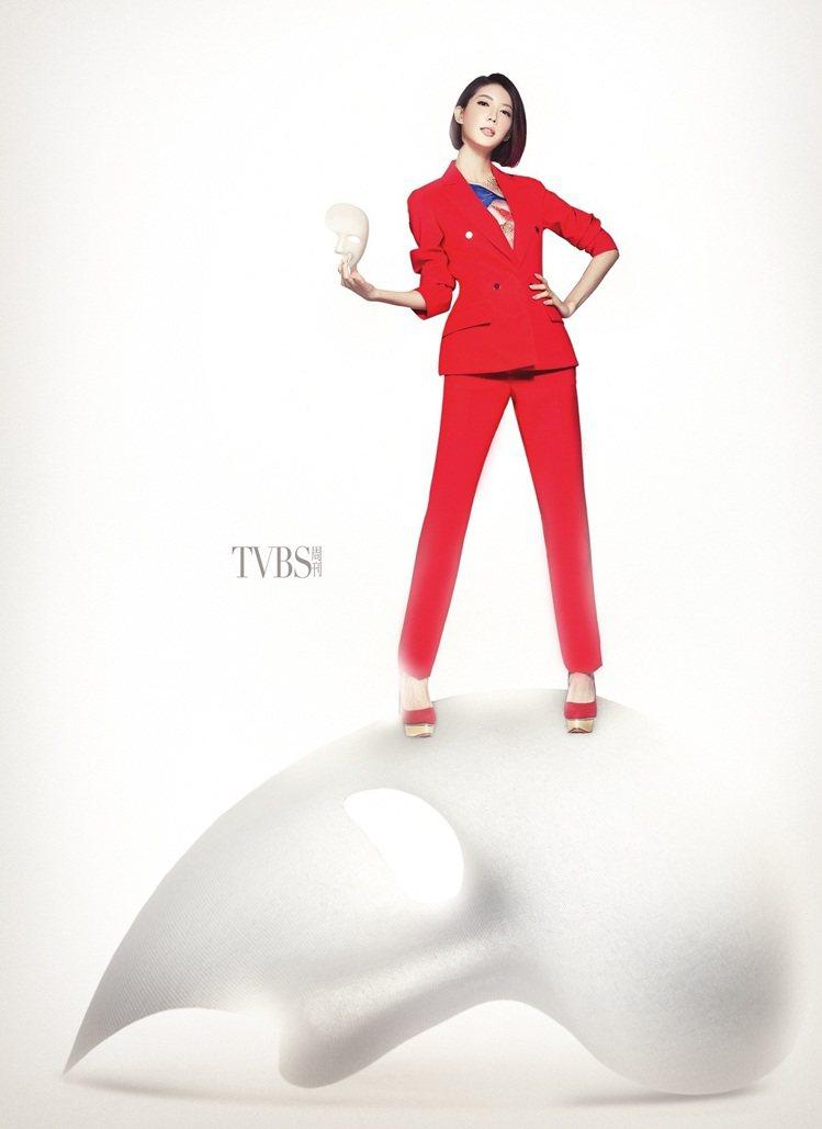 Bar Jacket經典外套、西裝長褲,Dior;Dolly麂皮金色防水台高跟鞋...