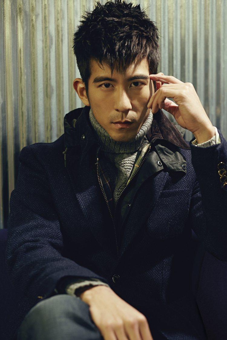 修杰楷說自己私下喜歡的穿搭風格,是帶點龜毛的運動男孩風,喜歡黑灰白等單純的顏色搭...