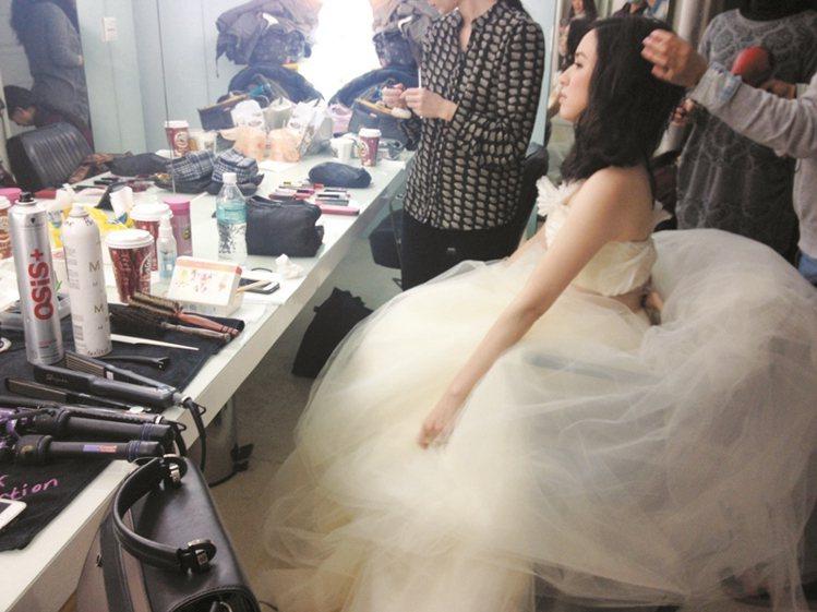 搶先穿上女孩心中最夢幻的VEAR WANG設計禮服,裙擺猶如夢幻雲朵。圖/大美人...