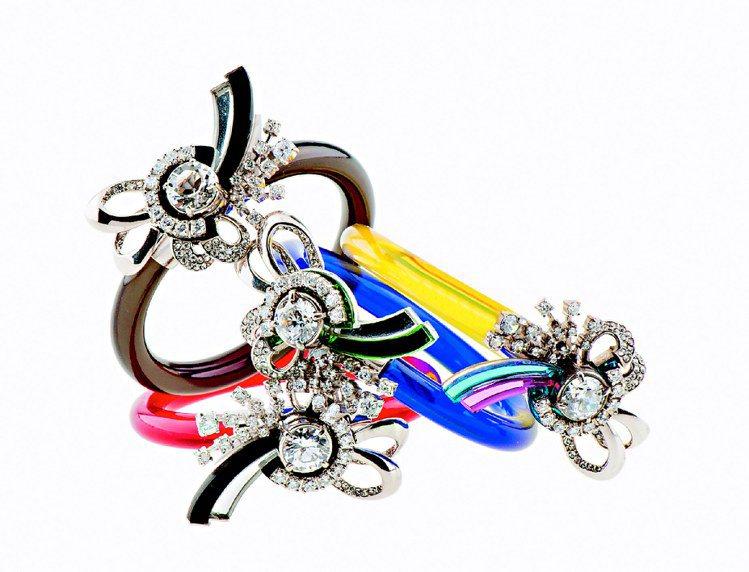 MIU MIU水晶寶石橡膠手環,15,500元。圖/MIU MIU提供