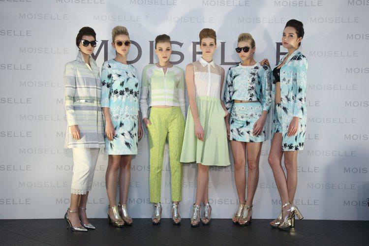 MOISELLE 春夏系列的風格兼具率性與華美,渡假時無論在海邊或餐廳景點都...