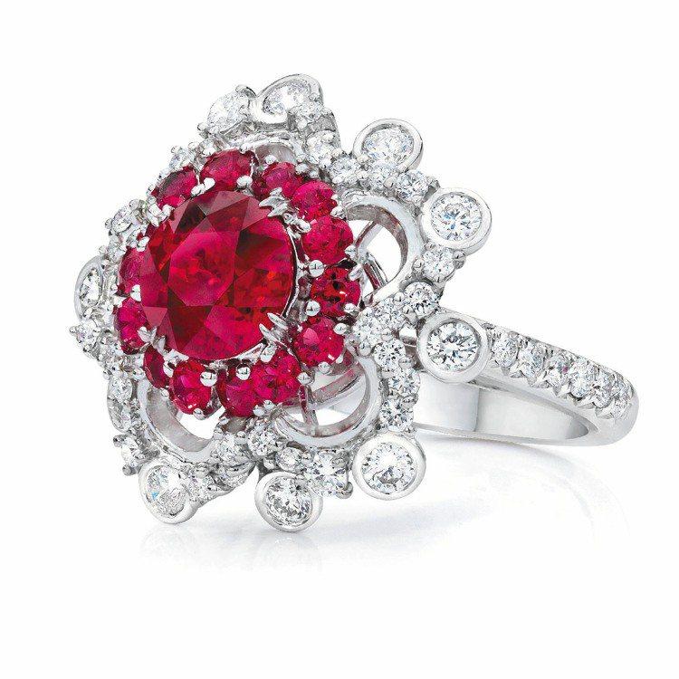 Anna Hu蕾絲紅寶戒指。圖/Anna Hu提供