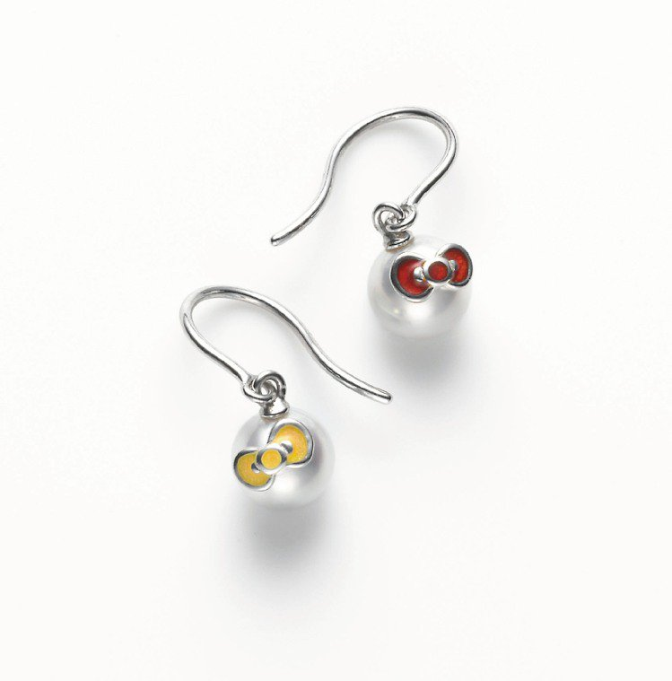 MIKIMOTO×HELLO KITTY日本珠耳環,29,000元。圖/MIKI...