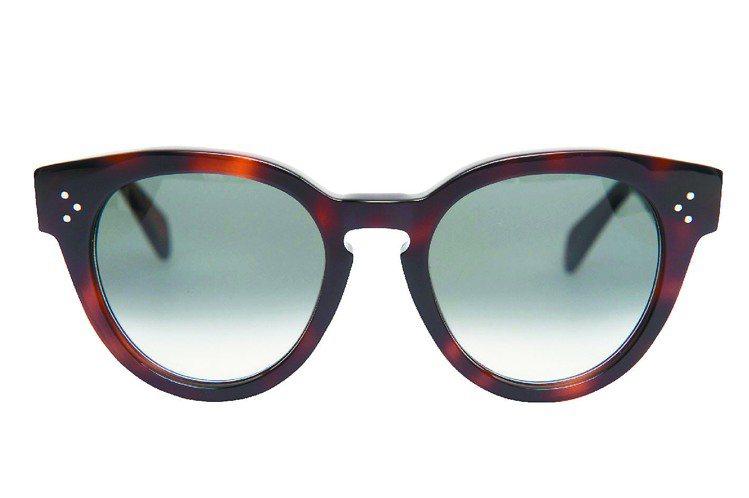 THIN PREPPY玳瑁色膠框太陽眼鏡,9,850元。圖/CELINE提供
