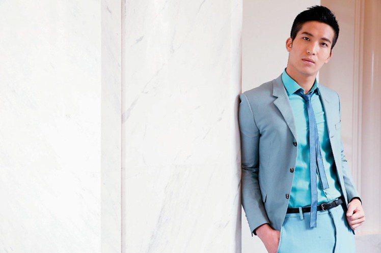 LANVIN男裝以寬窄、硬軟、新舊的對比,打造吳翔震轉型後的嶄新面貌。記者陳立凱...
