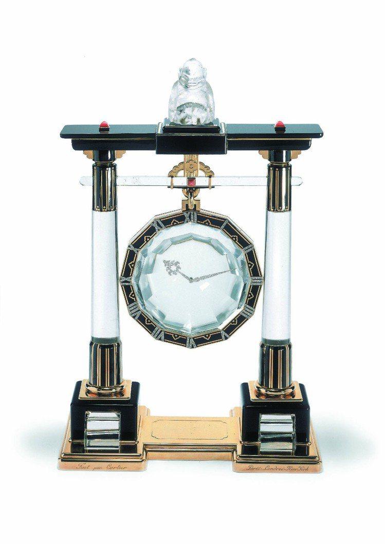「門廊」神秘鐘是一套日本道教「門廊」形時鐘中的第一款,全套有6款,每款各不相同,...
