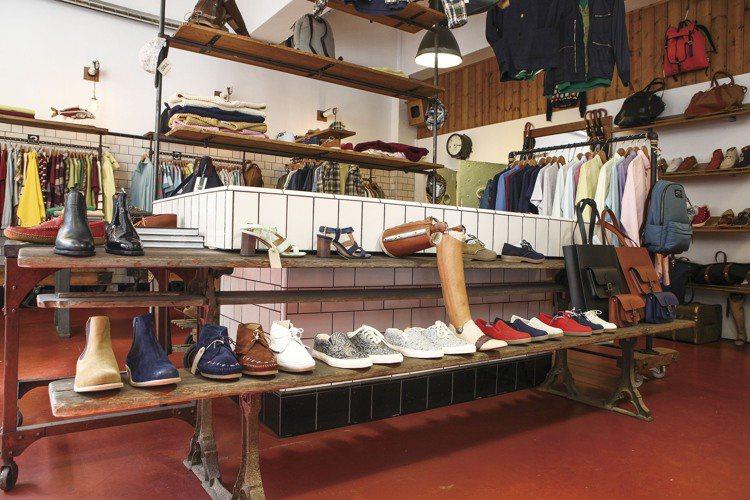 位於東倫敦時尚界最具盛名的BrickLane內,YMC於1995年由Fraser...