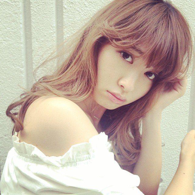 有「日本第一美胸」之稱的AKB48成員小嶋陽菜,近期尺度越來越大,從性感捧胸登日...
