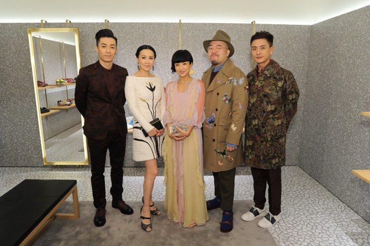 (左起) 周柏豪、劉嘉玲、徐濠縈、黃偉文及黃宗澤。圖/VALENTINO提供