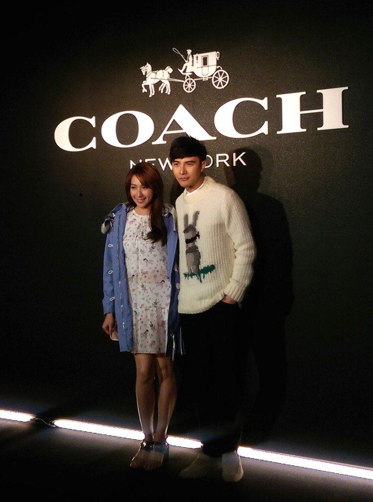 謝佳見(右)與師妹楊晴。記者吳曉涵/攝影