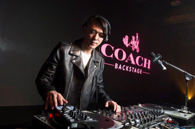 知名DJ Code表演。圖/COACH提供