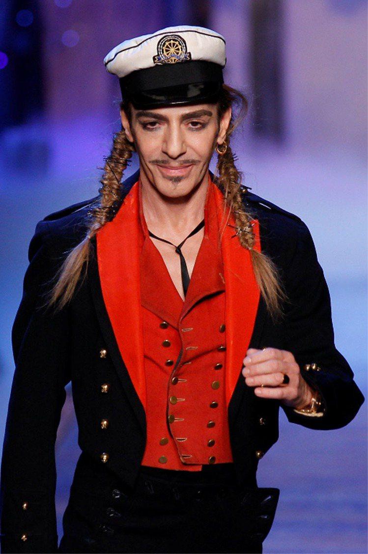 2011年,時尚品牌 Dior 當時的設計總監 John Galliano 因酒...