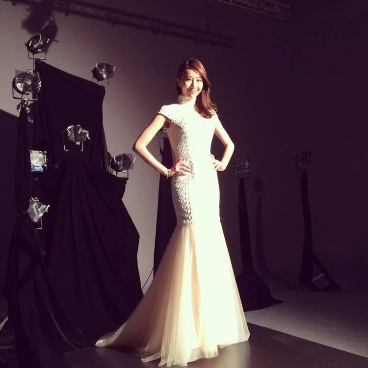才剛新婚的隋棠,近日穿蘇菲雅婚紗拍廣告,渾身洋溢幸福。圖/擷自隋棠臉書
