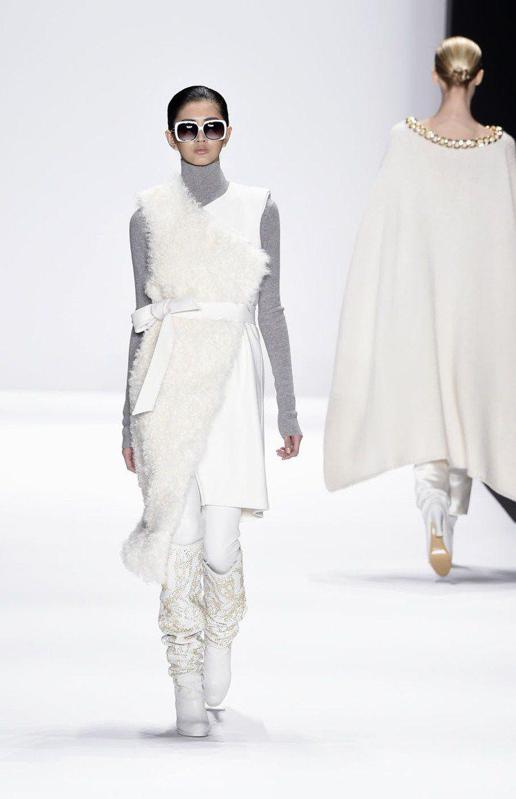 2015年初,吳宜樺參與紐約時裝周,為Thomas Wylde Maison走秀...