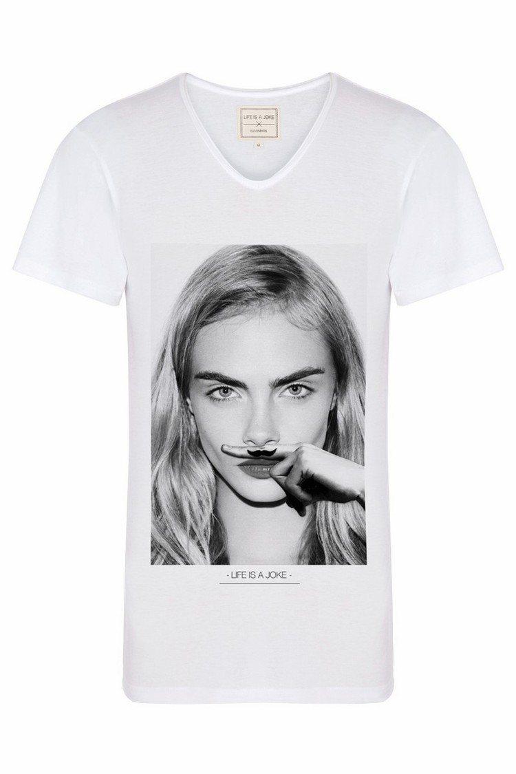 ELEVENPARIS 以招牌翹鬍子結合印花 T 恤,打造俏皮風格,包括凱特摩絲...