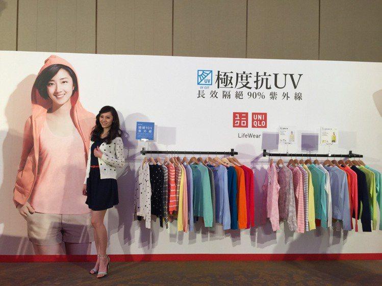 UNIQLO科技商品「抗UV系列」色彩鮮豔,讓夏日防曬更加時尚。記者陶福媛/攝影