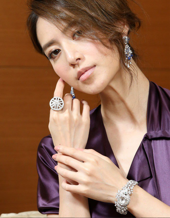 白歆惠示範卡地亞珠寶。記者林澔一/攝影