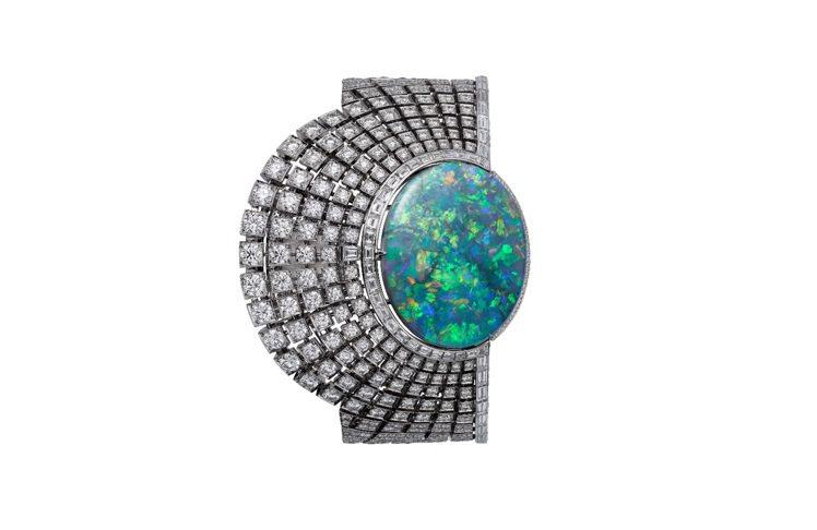 Cartier Royal頂級珠寶系列,蛋白石神祕表。圖/卡地亞提供