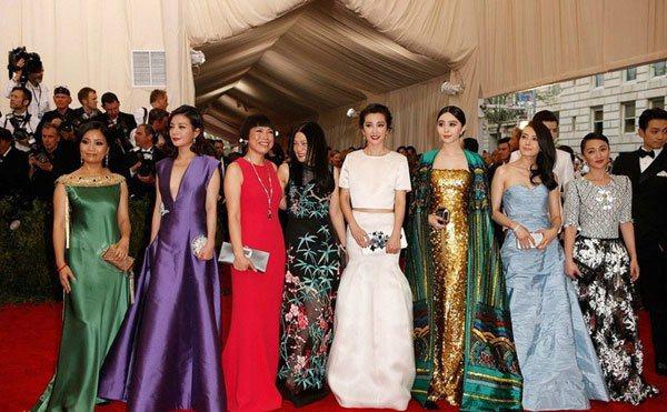 可能是因為這些女星都以安全牌造型為主,在本屆Met Gala中,本應享優勢的華人...