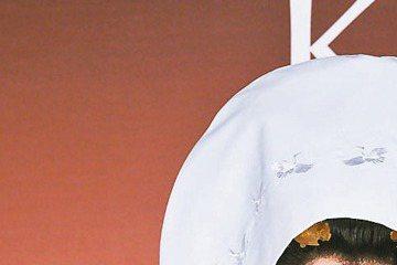 高宇蓁昨穿日式傳統結婚禮服出席品牌活動,戲中披過多次婚紗,但她說仍對未來自己的婚禮有幻想,只是還沒有特定形式,要看未來交往對象及感情狀況。她和趙駿亞分手後雙方仍是朋友,最近前男友陷入對女友暴力相向風...