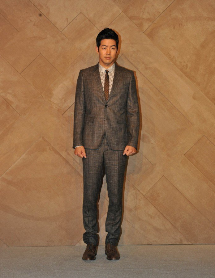 李相允日前出席BURBERRY首爾現代百貨 Coex 購物中心內兩家全新分店開幕...