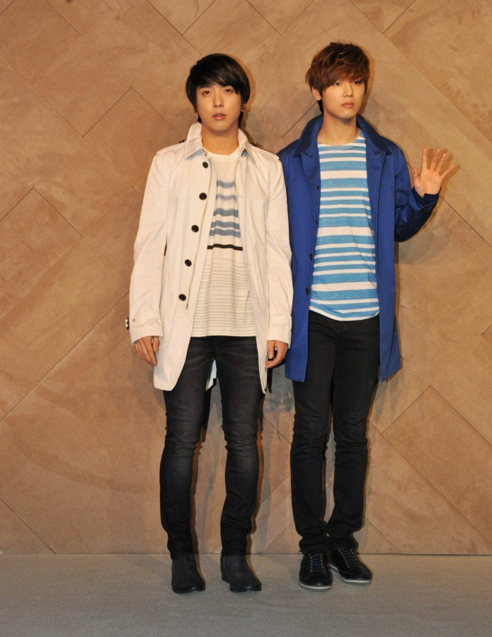 偶像團體 CN Blue的成員鄭容和姜敏赫日前出席BURBERRY首爾現代百貨 ...