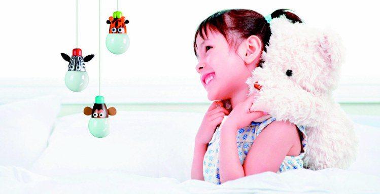 青少年與孩童對電子產品充滿好奇,耶誕禮物別再挑選娃娃與汽車模型。圖/飛利浦提供