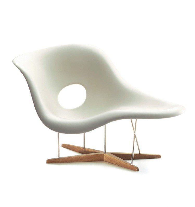 知名設計師Eames夫妻所創作的La Chaise。圖/截自網路