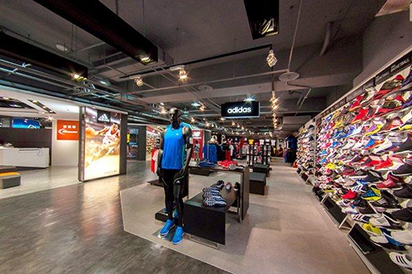 摩曼頓旗艦店以運動百貨方式站穩龍頭地位。圖/摩曼頓提供