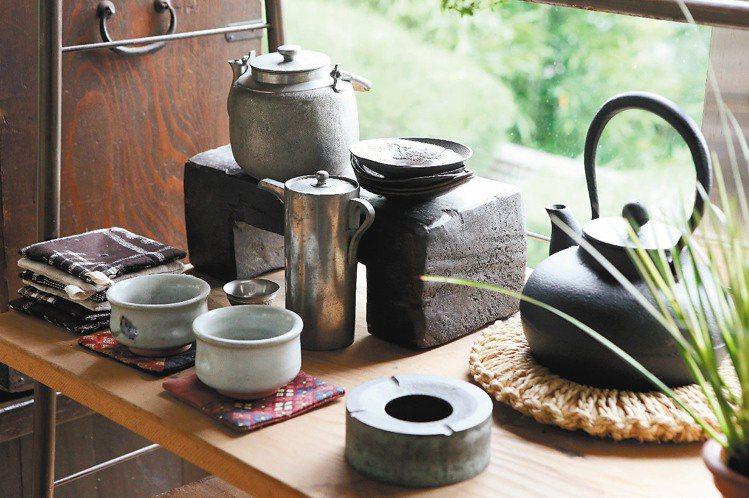 「做任何事,都要在意器具。」最近迷上的泡茶,也是。記者陳立凱/攝影