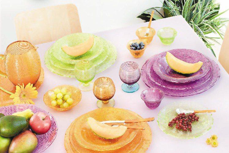 義大利玻璃餐盤品牌IVV,今年夏天推出「Multicolor繽彩系列」。圖/首傑...