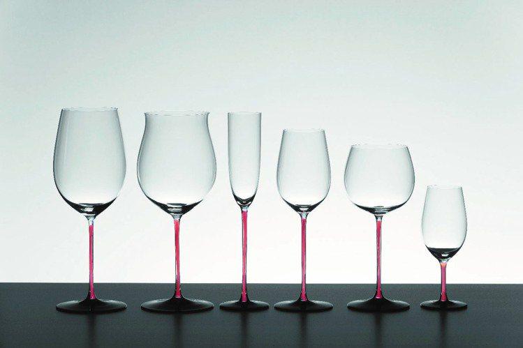 SOMMELIERS紅梗黑底設計酒杯。圖/居禮名品提供