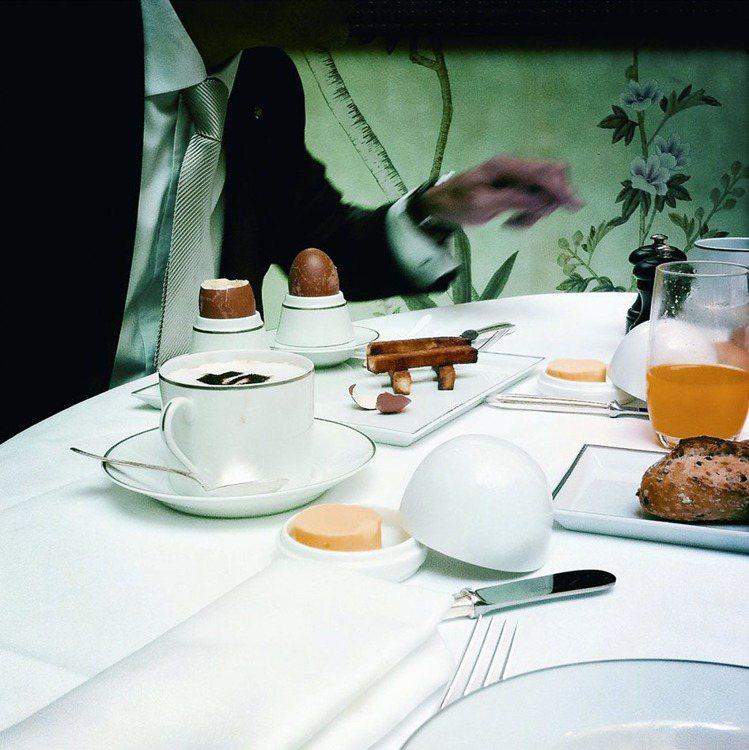 一般而言,早餐都是在飯店晚宴餐廳舉行,新鮮現榨的柳橙汁和早餐茶似乎在人耳邊輕聲召...