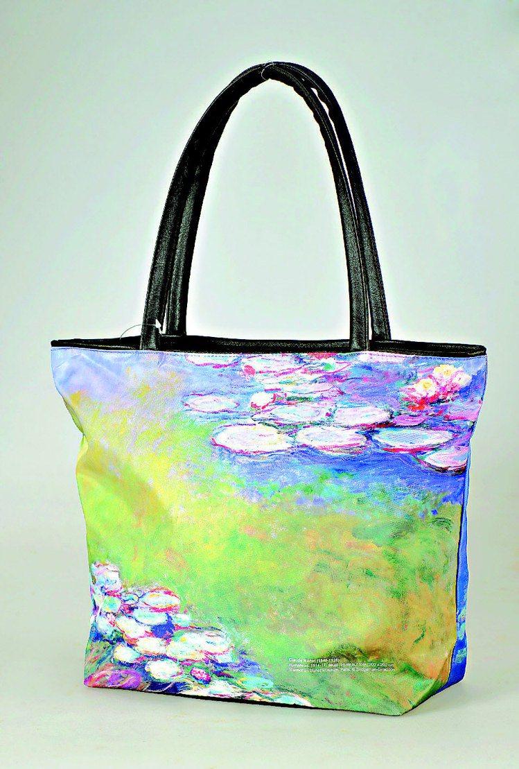 莫內展紀念商品睡蓮托特包,1,680元。圖/莫內展提供