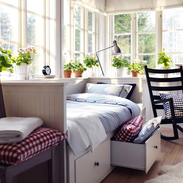 HEMNES坐臥兩用床 定價:1萬5900元。圖/IKEA提供