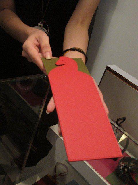愛馬仕 Petit h皮革紅包袋。記者吳曉涵/攝影