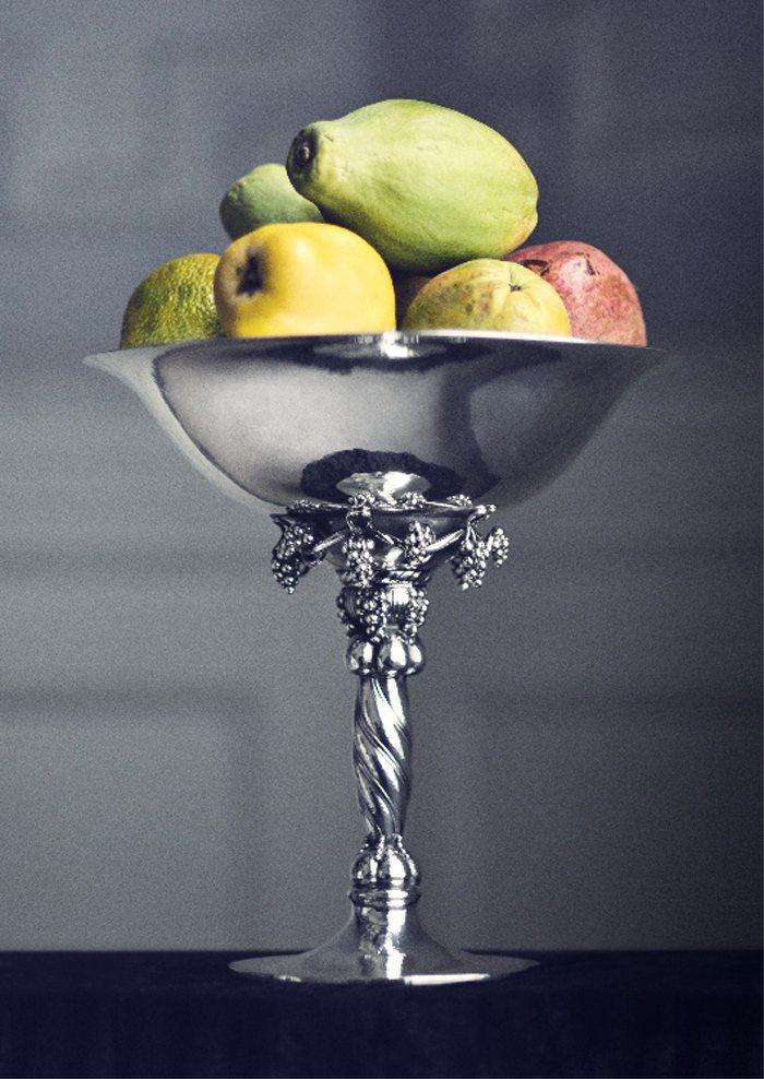 喬治傑生品牌書刊載多件重要的銀雕工藝之作,並從雕刻藝術的觀點加以剖析。圖/喬治傑...