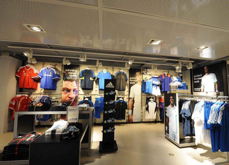 adidas專業運動旗艦店開幕,集結籃球、慢跑、網球、足球與流行系列全部進駐。圖...