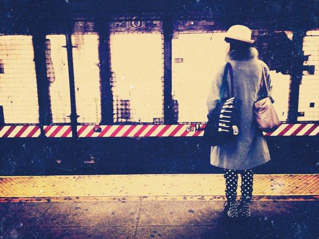 琳達以顏色分別地鐵線來作介紹,也就是說沿著某地鐵,就可以暢玩該線所到達的各個區域...