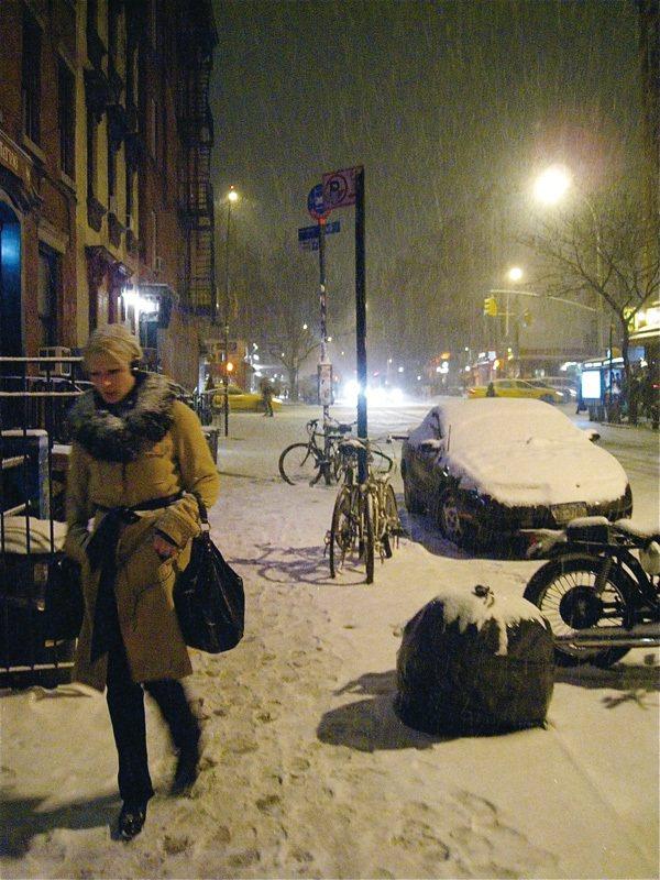 在寒冷的冬天來紐約旅遊,記得準備一件保暖的大衣。圖/三采文化