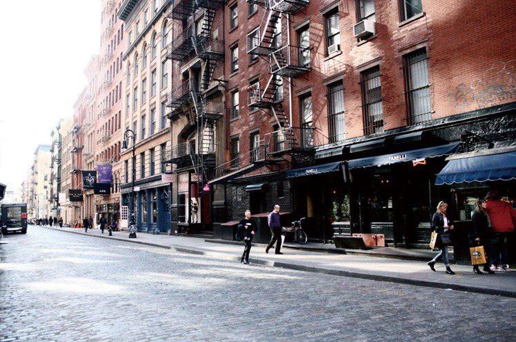琳達認為紐約燒錢的好所在是蘇活、諾利塔和各大Sample Sales,因為這些地...