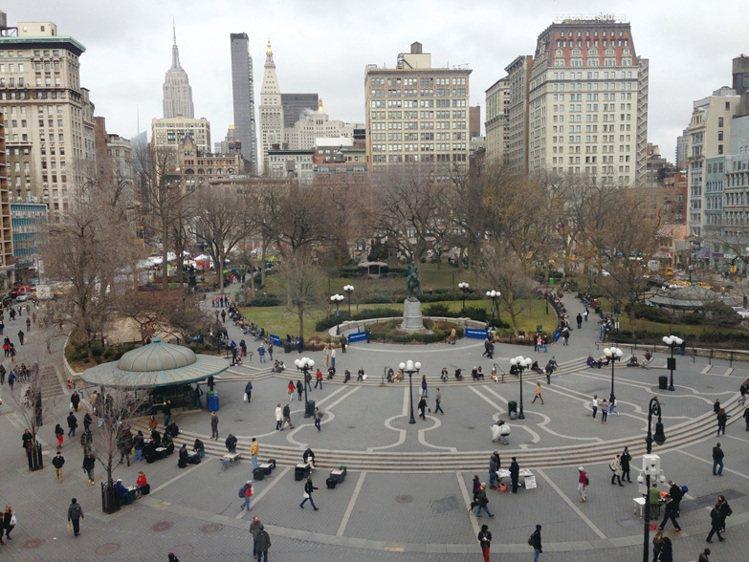 聯合廣場是交通要道集匯中心,一個小小的廣場,有來自四面八方的人,有機生鮮超市、折...