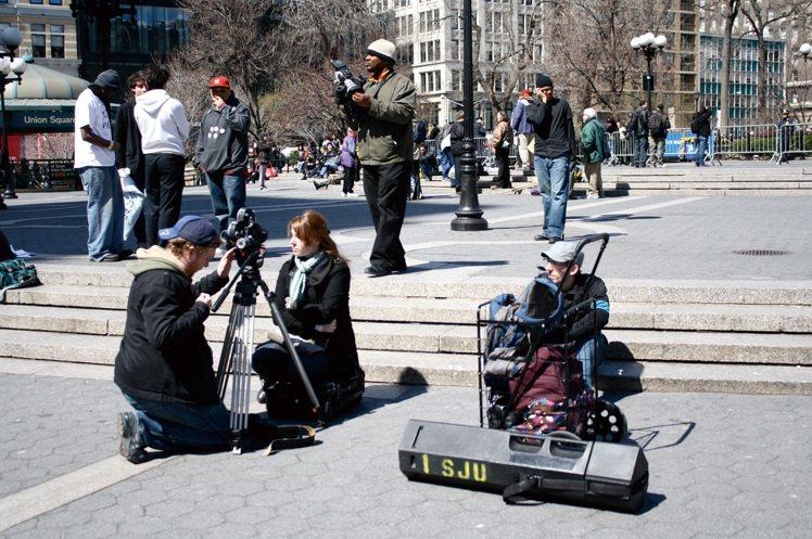 聯合廣場是琳達最常發呆的一個地方。天氣好的時候,坐在廣場台階上,看著從各地穿梭來...