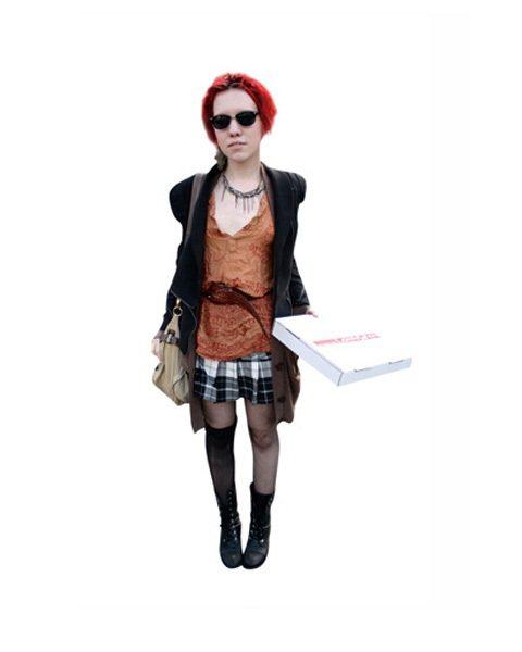 這位紅髮女孩讓我想到《Lost Girl》(妖女迷行)裡面的Ksenia Sol...
