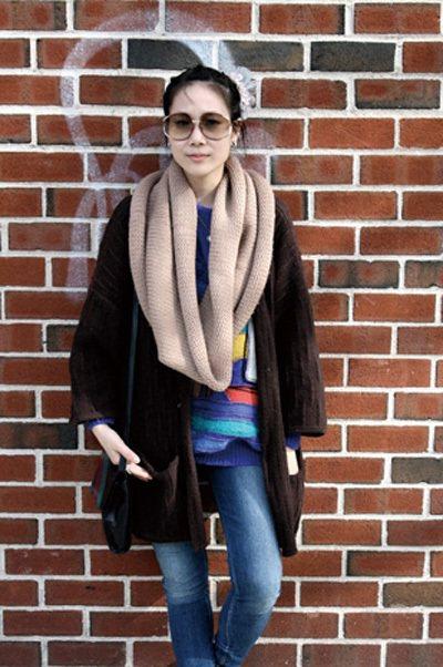 威廉斯堡的風格很七〇年代的Old School,琳達喜歡穿Oversize和大肩...