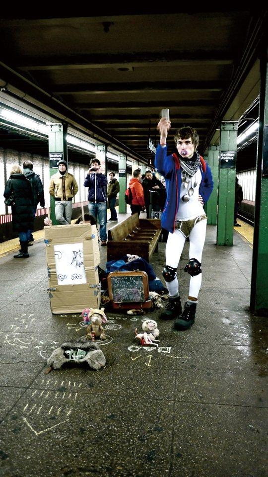 Bedford站的地鐵藝人跟城裡的風格迥異(也有可能是因為沒有地鐵藝人證照),走...