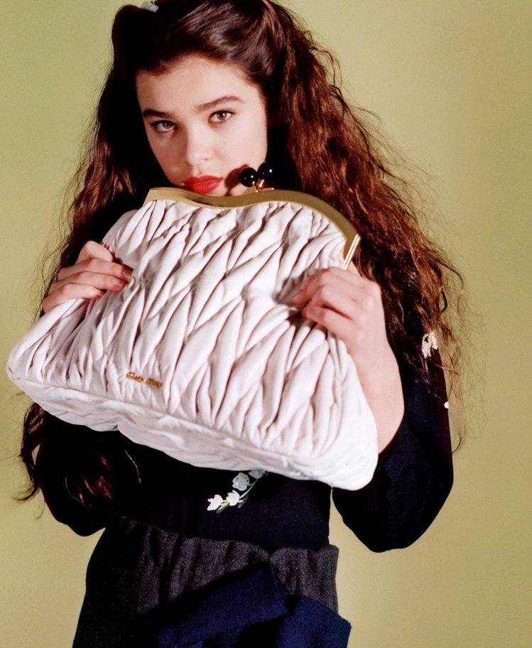 MIU MIU曾找海莉史坦菲德擔任廣告代言人,當時她才15歲。圖/MIU MIU...