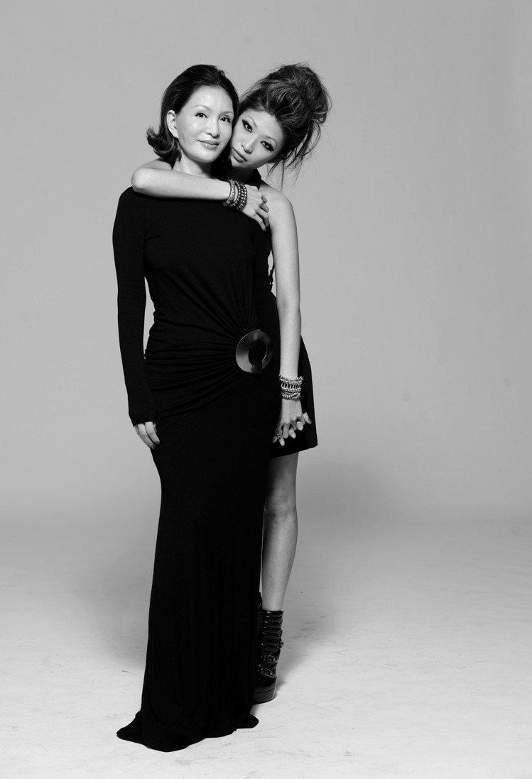 CLUB DESIGNER創辦人高秋鴻(左)與女兒陳怡(右)是時尚圈裡頭的美女母...